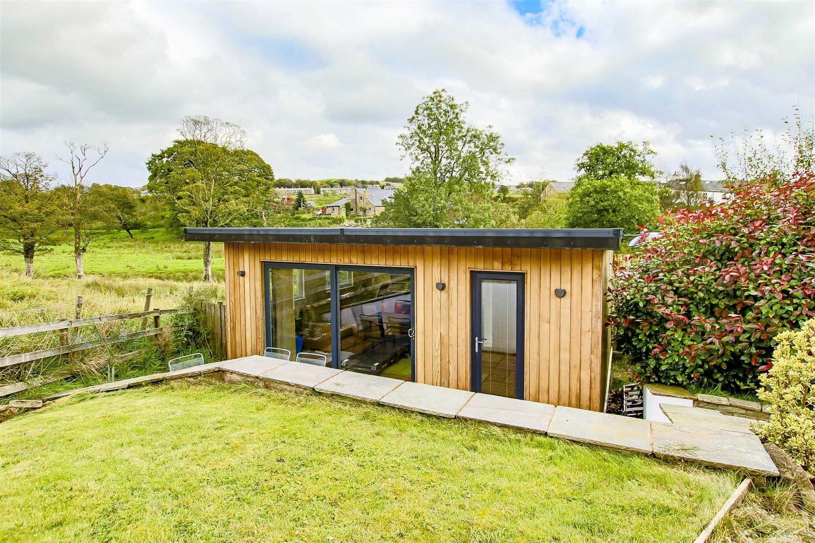 5 Bedroom Cottage For Sale - Image 20